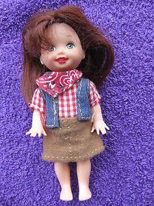 kleine-Puppe-shelly-kelly-barbie-Mattel-cowgirl-mit-Original-Kleidung