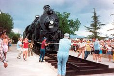 The community pulled together to move Engine 3759 in May 1987 to make room for a caboose at Locomotive Park. (MOHAVE MUSEUM/Courtesy)