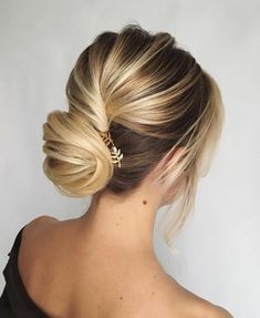 Twisted wedding updo hairstyle ,pretty updo wedding hairstyles ,chignon , updo hairstyles ,bridal updo #wedding #weddinghair #pretty #weddinghairstyles #hairstyles #updo #promhairstyle
