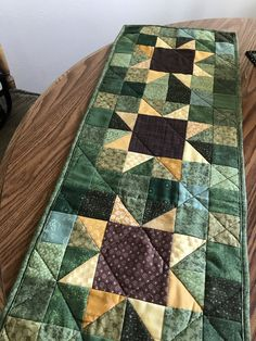 Patchwork Table Runner, Table Runner And Placemats, Crochet Table Runner, Table Runner Pattern, Quilted Table Runners, Cute Quilts, Mini Quilts, Sunflower Quilts, Quilted Table Toppers
