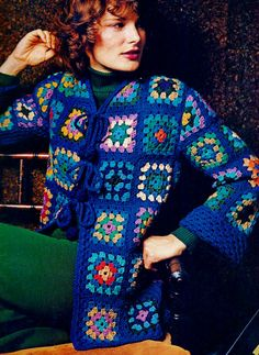 Classic Out-of-the-Blue Granny Square Jacket PDF por MomentsInTwine