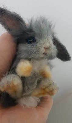 friskfriskKawaii Needle Felted Bunny by SukoshiKumo filzen Kawaii Needle Felted Bunny by .Kawaii Needle Felted Bunny by SukoshiKumo filzen Kawaii Needle Felted Bunny by SukoshiKumoNeedle felted rabbit with a heartNeedle felted rabbit with heart Wet Felting, Needle Felting Kits, Needle Felting Tutorials, Needle Felted Animals, Felt Animals, Felt Diy, Felt Crafts, Felt Bunny, Felt Penguin