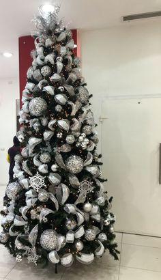 Resultado de imagen para arboles decorados con plateado