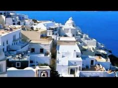 Santorini, also known as Thyra, is one of the Cyclades islands. Santorini has a large volcanic past, which has shaped the island throughout the centuries. Nowadays, the place has a unique and surreal image. Vacation Destinations, Dream Vacations, Vacation Spots, Vacation List, Holiday Destinations, Queensland Australien, The Places Youll Go, Places To See, Fira Santorini