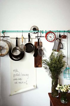 Hanging Pots and Pans for Decorating Your Kitchen - Sortrachen Modern Kitchen Design, Interior Design Kitchen, Home Design, Kitchen Decor, Kitchen Ideas, Design Bathroom, Kitchen Styling, Kitchen Designs, Design Ideas