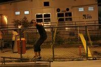 Galera em cena com uma foto do skatista Douglas'Zbrowsky de 20 anos de idade, é manobra é Fs BoardSlide e a foto foi tirada por Bruna Gonçalvez no Cobal SkatePark no Rio de Janeiro.