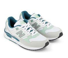 Sneakers femme - New Balance 530 aux accents menthe, beige et argent.