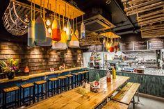 lobster-kitchen-fitzrovia-tottenham-court-road-london-nautical-lobster-shack-beach-fast-food-posh-interior-lights.jpg (800×533)