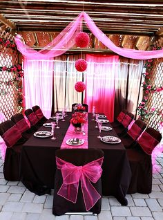 wow..really pretty room set up for a party.