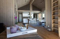 Bilderesultat for leve hytter Mountain Cottage, Mountain Living, Space Interiors, Asian Decor, Dream Decor, White Wood, Modern Decor, Interior And Exterior, Small Spaces