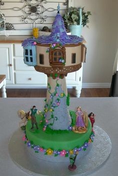 Tangled Cake.  So cute! Chloe LOVES this so I am re-pinning it for her! :)