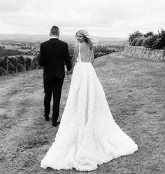 "745 curtidas, 9 comentários - One Day (@onedaybridal) no Instagram: ""• ANNA • One Day Bride • @annaweatherlake wore a Custom One Day Skirt with the @chosenbyoneday Suki…"""
