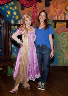 Mandy Moore visting Rapunzel at #Disneyland Park