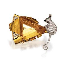 "Citrine and diamond brooch ""Mouse and Cheese"" Circa 1950 Bird Jewelry, Animal Jewelry, Jewelry Art, Antique Jewelry, Jewelery, Vintage Jewelry, Jewelry Accessories, Jewelry Design, Fashion Jewelry"