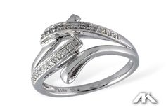 We love the classic design of this diamond ring!