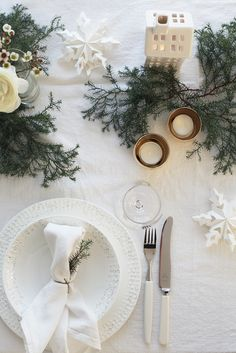 Christmas inspiration from Elisabeth Heier - NordicDesign Neutral white Christmas table with greens Noel Christmas, Scandinavian Christmas, Winter Christmas, All Things Christmas, Simple Christmas, Beautiful Christmas, Norwegian Christmas, Magical Christmas, Modern Christmas