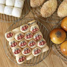 うみ * umiさんはInstagramを利用しています:「#あんぱん とあんぱんじゃない #アンパンマン の #ちぎりパン と #カレーパン と #ハイジの白パン の形じゃないちぎりパンの #しろぱん * とっても遅い母の日のプレゼント * * ✂︎ ------------- ↔︎」