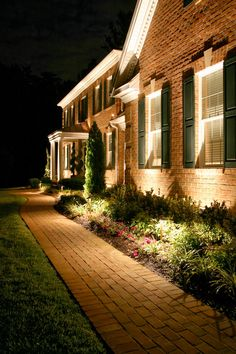 creative landscape lighting ideas to give your exterior a new look - homedecorpin Landscape Lighting Design, Outdoor Lighting Landscape, Backyard Lighting, Outside Lighting Ideas, Creative Landscape, Small Backyard Landscaping, Landscaping Tips, Backyard Door, Backyard Ideas