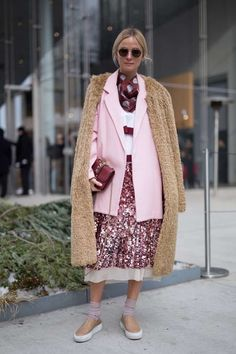 15 Outfits Que Harán Que Quieras Usar Rosado Este Otoño   Cut & Paste – Blog de Moda