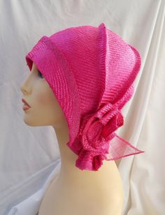 Summer cloche hat made in high quality parasisal modeled and created with my own hands. Made with natural fibers and completely lined to keep away the summer heat. The hat border is made with sinamay as well as the leave of the parasisal rose.  This model is in color fuchsia but I also make it in more colors.  I work by size so Ill need to know your head size (circumference from your forehead center to backwards) as well the desired color. I send it in a nice bandbox.  I do combine shipping…
