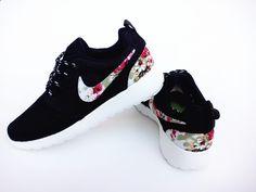 Over Half Off Nike Roshe Run Floral 2015 Black