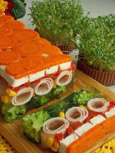 Galaretka z kurczakiem i szynką | KuchniaMniam Gross Food, Weird Food, Easter Recipes, Holiday Recipes, Menu Simple, Cooking Recipes, Healthy Recipes, Food Platters, Polish Recipes