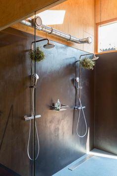 in the shower from the showerhead, bathroom Home Design, Interior Design, Washroom, Shower Heads, Bathroom Inspiration, Home Organization, Track Lighting, Bathtub, Ceiling Lights