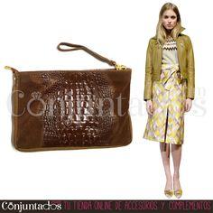 Bolso de piel con estampado de cocodrilo en marrón ★ 34'95 € en https://www.conjuntados.com/es/bolsos/bolsos-de-mano/bolso-de-piel-con-estampado-de-cocodrilo-en-marron.html ★ #novedades #bolso #carterademano #piel #leather #bag #conjuntados #conjuntada #accesorios #complementos #moda #picoftheday #outfit #estilo #style #GustosParaTodas #ParaTodosLosGustos