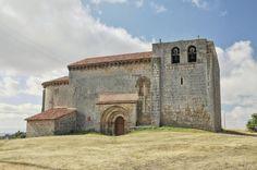 Matalbaniega, provincia de Palencia - Fachada septentrional de la iglesia románica de San Martín, S. XII