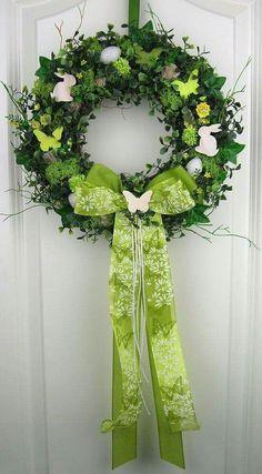 Jarní věnec na dveře Silk Flower Wreaths, Floral Wreath, Easter Wreaths, Holiday Wreaths, Easter Holidays, Summer Wreath, Diy Wreath, Easter Crafts, Flower Decorations