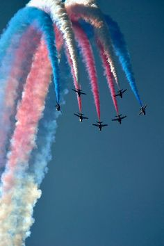 Airplane Photography, Creative Photography, Nature Photography, Raf Red Arrows, Air Show, Pretty Wallpapers, Military Aircraft, Great Photos, Aesthetic Pictures