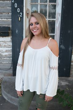 """""""Coffee Shop"""" Cold Shoulder Top in White (UD66)"""