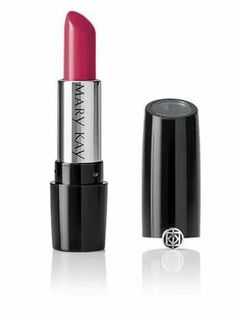 Raspberry ripple red is the perfect #lip colour for #Autumn that will flatter just about everyone. With subtle cool undertones, opt for a semi-matte formula as with just a hint of sheen to make slim lips look plumpe