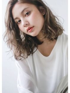Lob Hairstyle, Permed Hairstyles, Korean Curls, Medium Hair Styles, Curly Hair Styles, Short Permed Hair, Ulzzang Hair, Middle Hair, Shot Hair Styles
