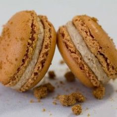 Recette Macarons aux Spéculoos. Plus de recettes de macarons sur www.enviedebienmanger.fr/idees-recettes/recettes-macarons Gourmet Recipes, Sweet Recipes, My Favorite Food, Favorite Recipes, Vanilla Macarons, Macaron Cookies, Nespresso, Biscuit Cookies, Food And Drink