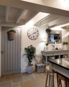 Chic Modern Home Decor 25 Beautiful Homes, Country Cottage Interiors, Cosy Kitchen, Simple Living Room, Love Your Home, Farmhouse Interior, Living Room Inspiration, Shabby Chic Decor, Country Chic