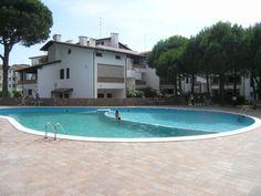 Rif.193- residence Spinnaker - Proponiamo per acquisto appartamenti nei Lidi Ferraresi, esclusivo residence immerso nel verde della rigogliosa e profumata pineta del Lido di Spina. Il residence, totalmente ristrutturato, e' dotato di una bellissima piscina con solarium.