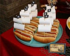 Swiss cheese as the sails. Looks like it's a neverland pirates party! I hope Avery likes pirates too. hotdog boats- Jake and the Neverland Pirates party Fête Peter Pan, Peter Pan Party, Party Food And Drinks, Snacks Für Party, Parties Food, Mouse Parties, 4th Birthday Parties, Birthday Fun, Birthday Ideas