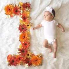 First month, DIY flower number. Turned 1 month in November, reason for choosing color, flowers and leaves for the number one. 3 Month Old Baby Pictures, One Month Old Baby, Fall Baby Pictures, Monthly Baby Photos, Monthly Pictures, Baby Girl Photos, Newborn Pictures, Baby Month By Month, Milestone Pictures