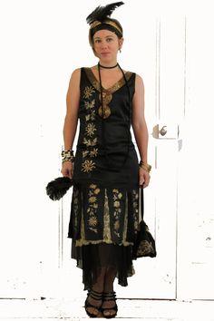 Défi Années Folles : Robe années 20 en soie noire peinte a la main motif Chrysanthemes : Robe par annesophietoniazzi