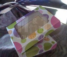 Caja para dulces Materiales : Cartulina , acetato