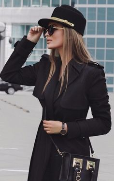 All Black Everything Hat Plus Coat Plus Bag - Women's Style - Outfits Classy Outfits, Chic Outfits, Trendy Outfits, Winter Fashion Outfits, Fall Outfits, Autumn Fashion, Black Outfits, Black Women Fashion, Look Fashion