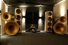 Avant-garde acoustic