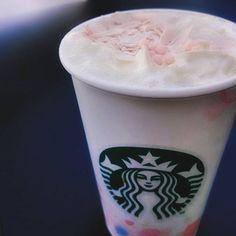 【pocyama.t】さんのInstagramをピンしています。 《Starbucks after a long absence. SAKURA Blossom Cream Latte.  久しぶりのスタバ♡♡ 見た目がかわいい♡♡ カップが春仕様✿.*・ あられがサクサク~コクがあって濃厚で桜のほのかな香り~とても美味しいです(✿´ ꒳ ` ) #Starbucks#latte#spring#cherryblossom#cherryblossoms#sakura#sakurablossomcreamlatte#drink#pic#photo#Instapic#Instaphoto#スターバックス#スタバ#桜#春#ラテ#さくらブロッサムクリームラテ》