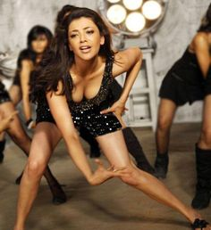 Kajal Agarwal Hottest boobs cleavage navel Pics From Dhada