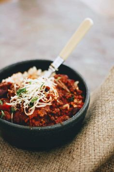 Slimming World Chilli Con Carne- Syn Free & Slow Cooker - Tastefully Vikkie Slow Cooker Gammon, Slow Cooker Chilli, Slow Cooker Chicken, Slow Cooker Recipes, Crockpot Recipes, Cooking Recipes, Slow Cooking, Slimming World Chilli, Easy Slimming World Recipes