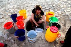 Uzbekistan - People waiting to take water in the city center. Radio Ozodlik.