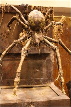 Creepy ! Dark Raven Designs' frighteningly realistic spider .