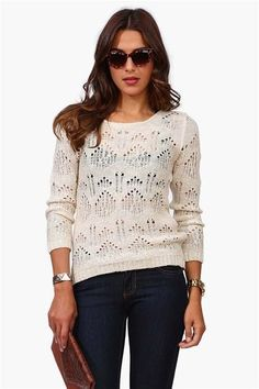 Round neck sweater in beige.