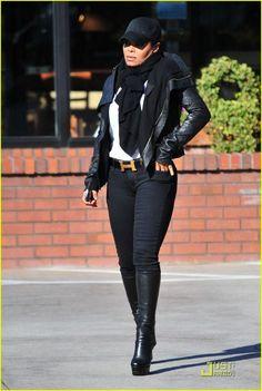 Besides that it's celeb, Janet Jackson but her outfit is HAWT! Janet Jackson, Michael Jackson, Jermaine Jackson, Lisa Marie Presley, Elvis Presley, Cute Outfits, Fall Outfits, Paris Jackson, The Jacksons